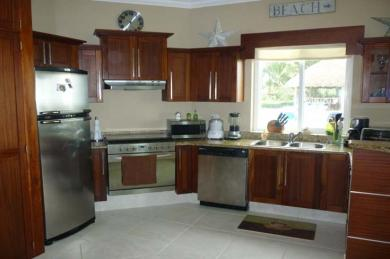 cabarete-beach-front-condo-kitchen