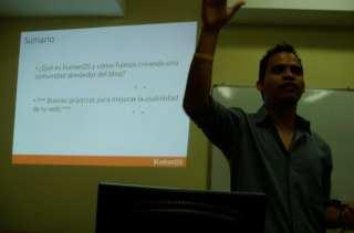 Jacobo dando conferencia de humanOS (Foto 3)