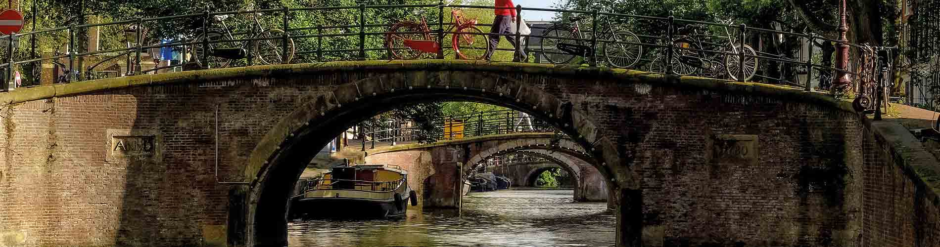 Blog_AmsterdamGuide_CanalCruise_1900x500_Q120