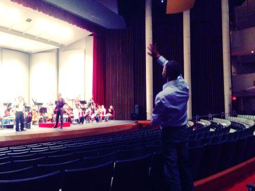 tabla concerto waving
