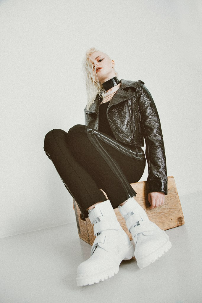 Rein wears the Coralia 3-Strap boots. Styled by Alice Lönnblad. Photographed by Jasmin Storch.