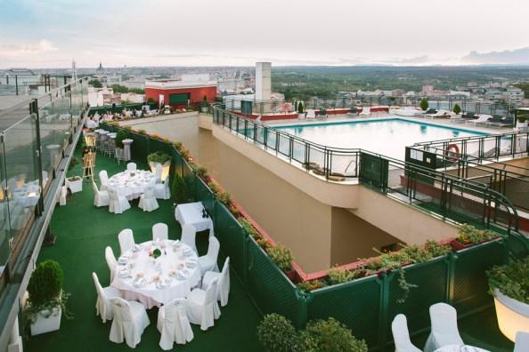 Evento en banquete en el Roof Garden del Hotel Emperador