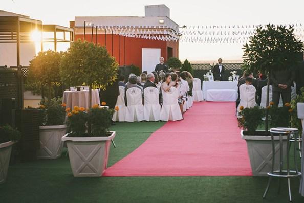 Romántica puesta de sol para la ceremonia civil en terraza