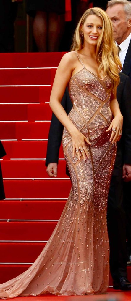 CANNES, FRANCE - MAY 11: Blake Lively arrives at 'Cafe Society' & Opening Gala of the 69th Annual Cannes Film Festival on May 11, 2016 in Cannes, . (Photo by Antonio de Moraes Barros Filho/FilmMagic)