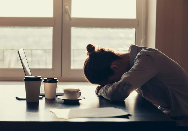 5 Natural Tips for Staying Awake at Work Without Caffeine