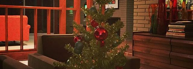 Merry-MidCenturyModern-Christmas-from-GlenbrookValley-Houston