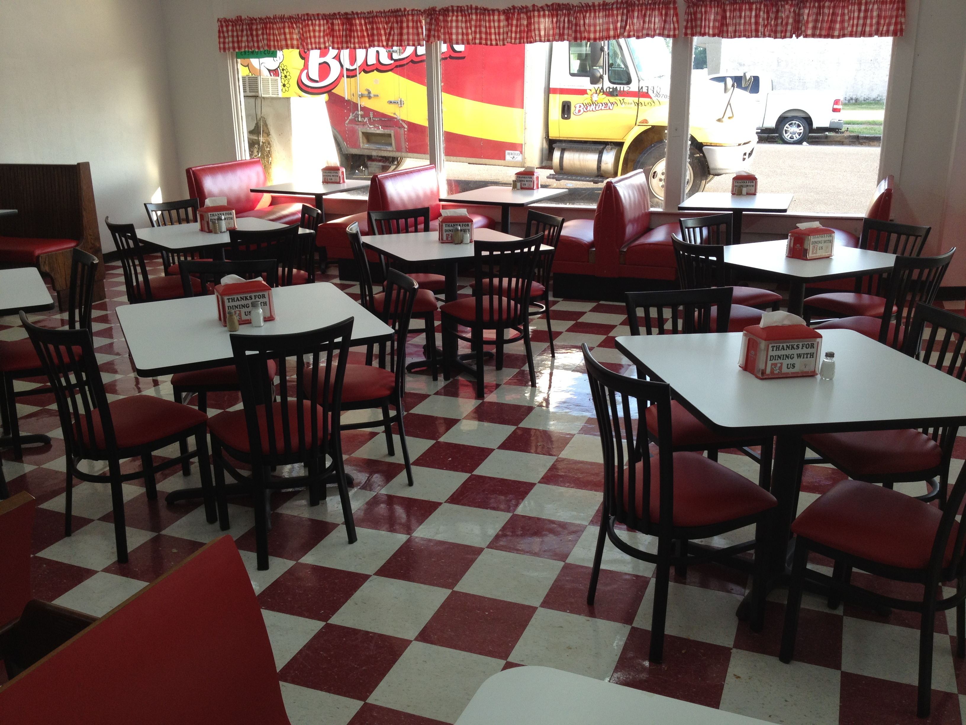 Reastaurant Tables Budget Friendly Restaurant Tables Chairs Missouri Table Chair