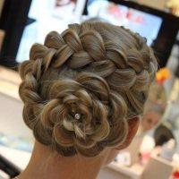 Coiffure de mariée: chignon tresse original en forme de fleur