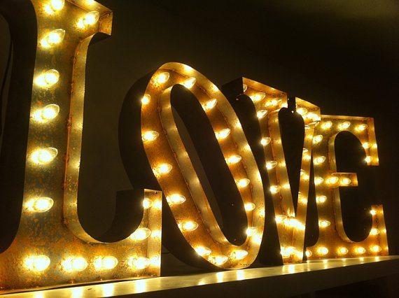 lettres néon lumières mariage initials love