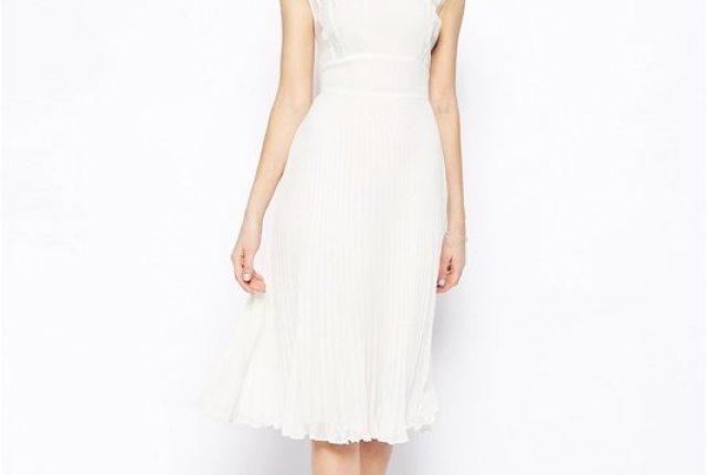 robe_blanche_mariee_plissee_dentelle