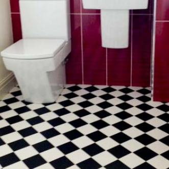 Black & White vinyl flooring tiles in bathroom