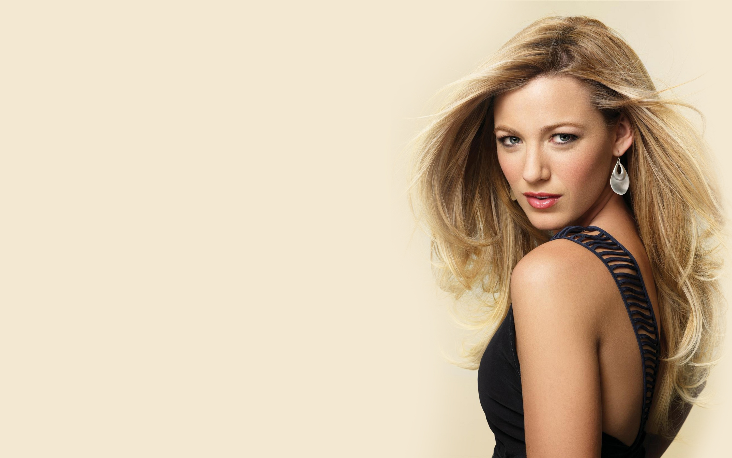 Vampire Love Quotes Wallpaper 21 Gorgeous Hd Blake Lively Wallpapers