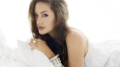 19 Beautiful HD Angelina Jolie Wallpapers
