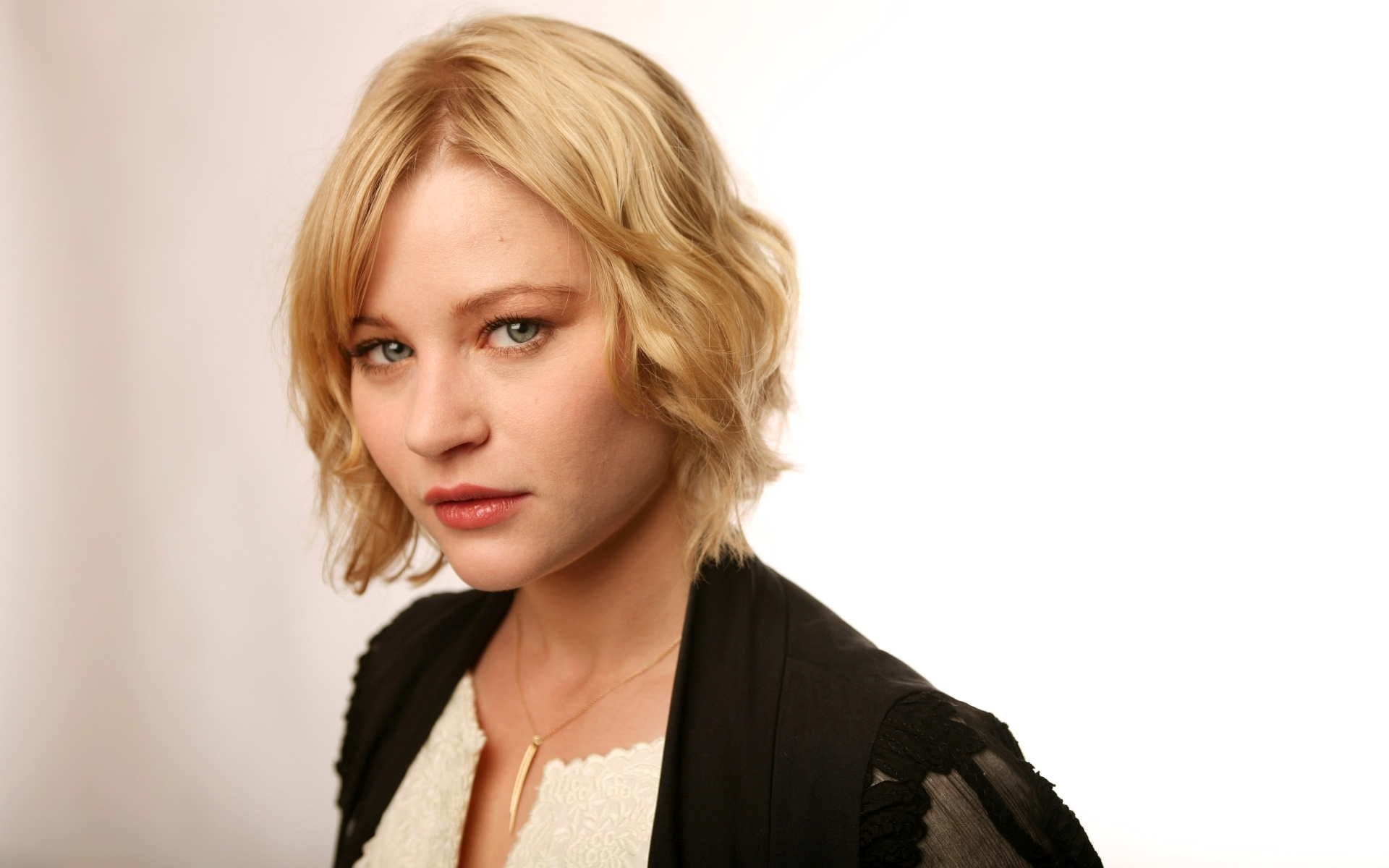Cute Alien Computer Wallpapers 11 Hd Emilie De Ravin Wallpapers