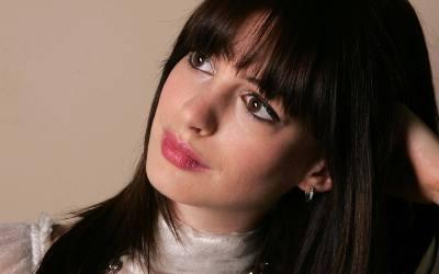25 Beautiful HD Anne Hathaway Wallpapers