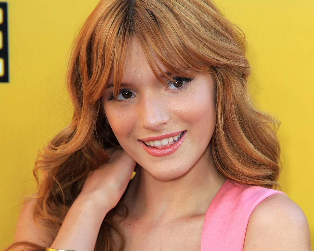 Cute Girl Wallpaper With Smile 16 Pretty Hd Bella Thorne Wallpapers