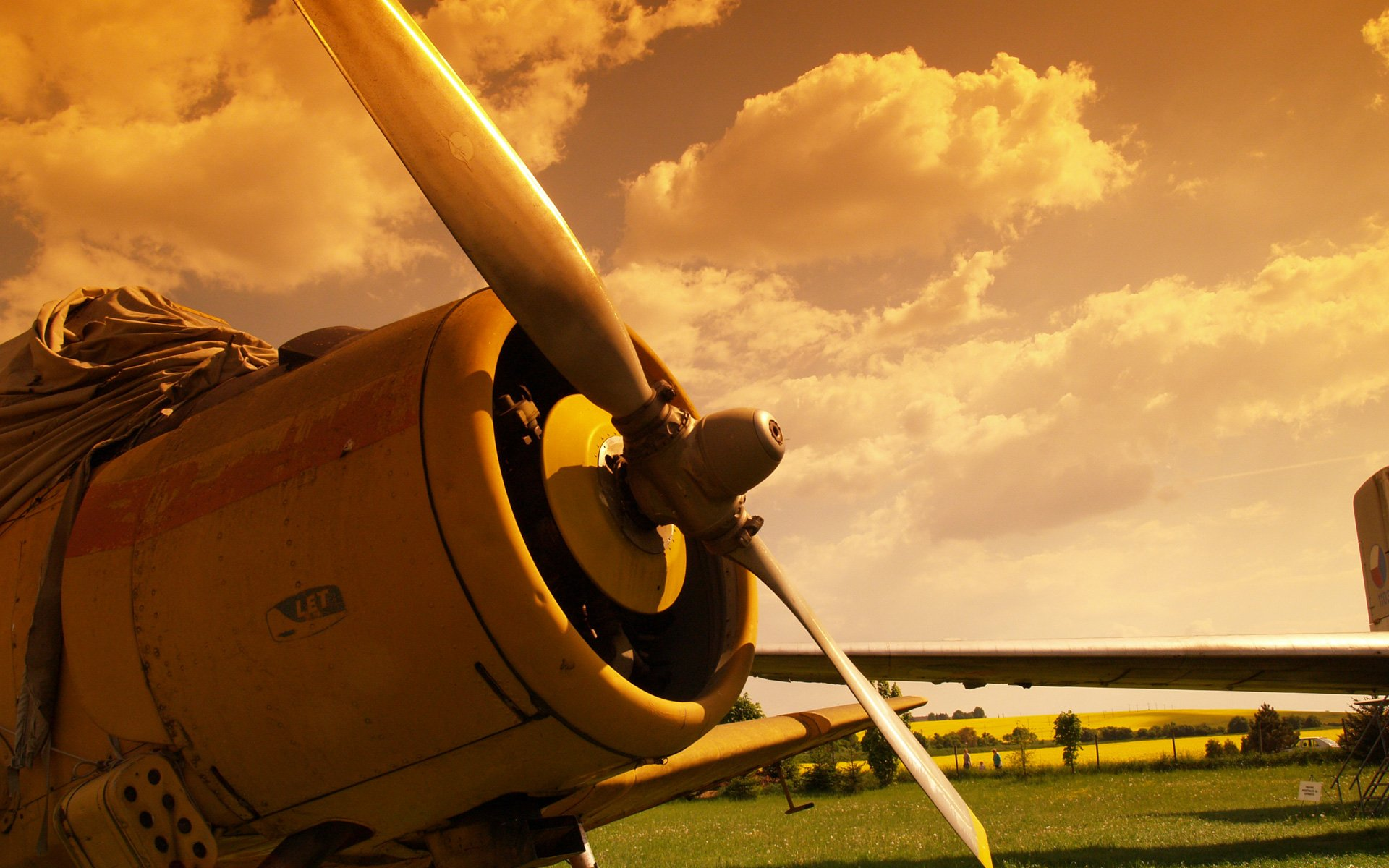 Commercial Pilot Wallpaper Hd 10 Awesome Hd Aviation Propeller Wallpapers