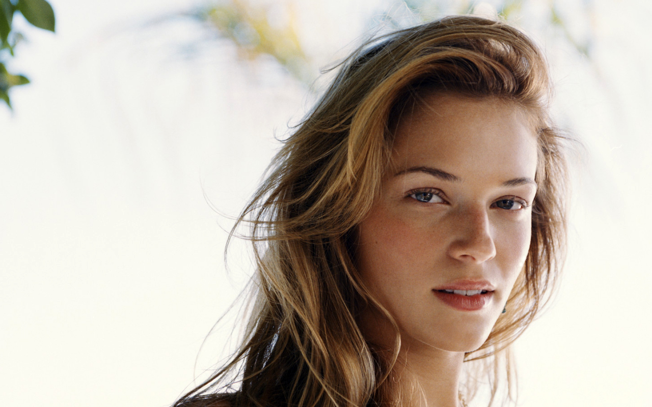 Cute Female Wallpapers 15 Hd Amanda Righetti Wallpapers