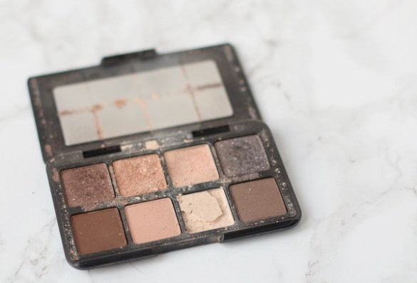 8-broken-makeup-palette