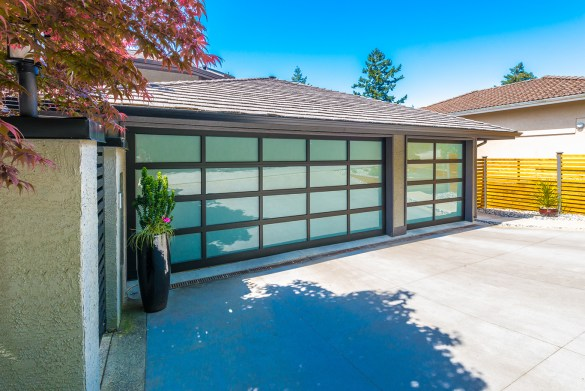 garage door glass