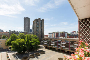 Delightful Studio Flat in Cullum Welch House, Golden Lane Estate, Clerkenwell EC1