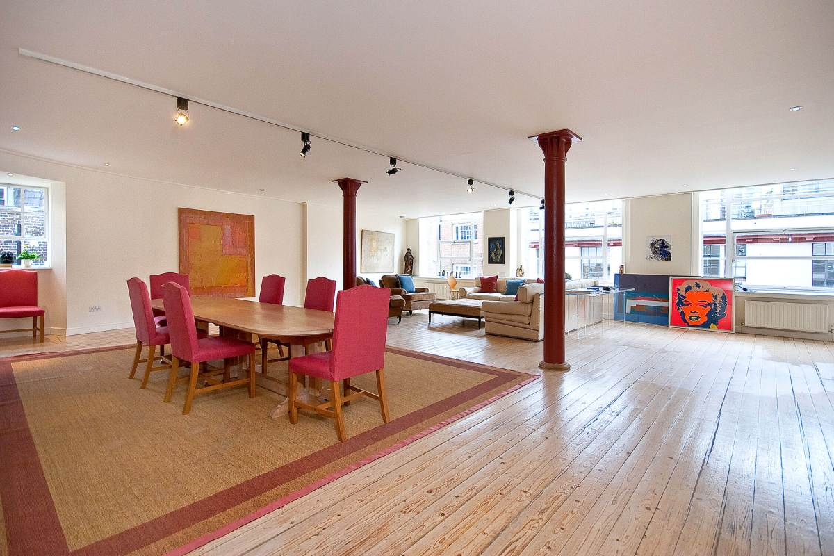 Bright 2 Bedroom Apartment in Denmark House, Cowcross Street, Clerkenwell, Farringdon, EC1
