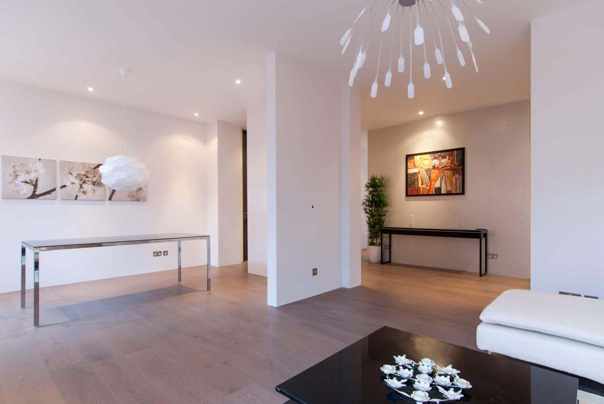 Superb, 4 bedroom, lateral apartment in Bloomsbury