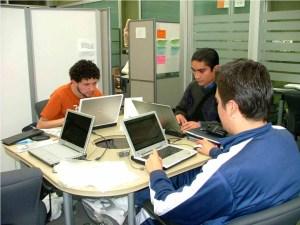 Alumnos en la incubadora de la UNACH