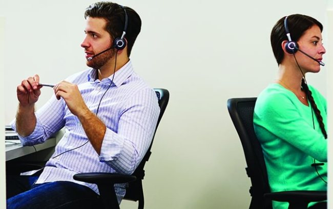 Call_Center_Headsets_Two_People