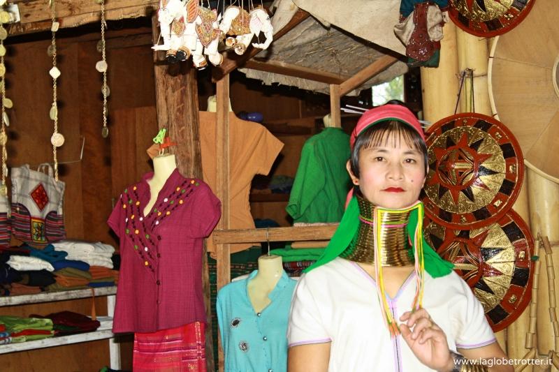 donna giraffa Birmania