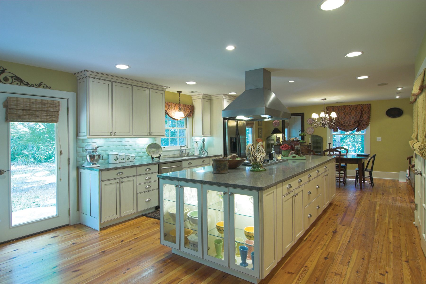 Kitchen Counter Light Using Under Cabinet And Task Lighting For Function And