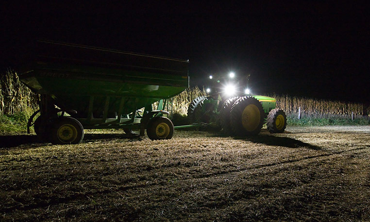 Fall Harvest Desktop Wallpaper 10 Night Farming Photos That Show Production Doesn T Stop