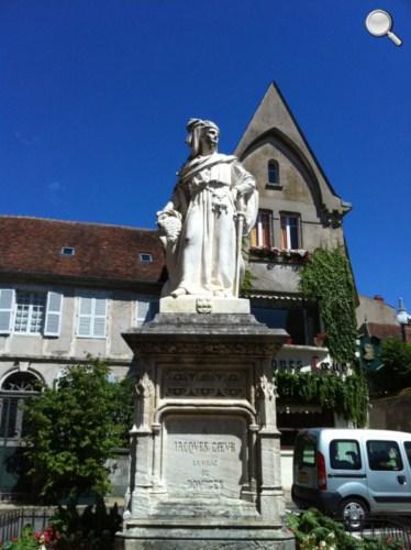 Statue de Jacques Coeur en face de son Palais éponyme