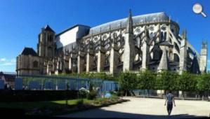 Vue extérieure de la Cathédrale de Bourges (Bourges, 2 minutes d'arrêt !)