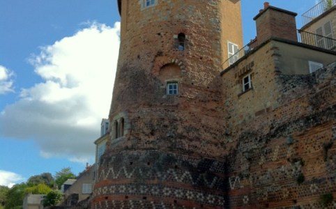 Une des tours sur la muraille romaine du IIIème siècle du Mans