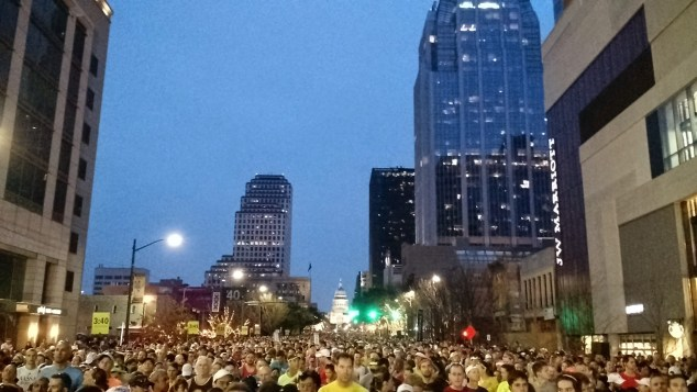 2015 Austin Marathon start crowd