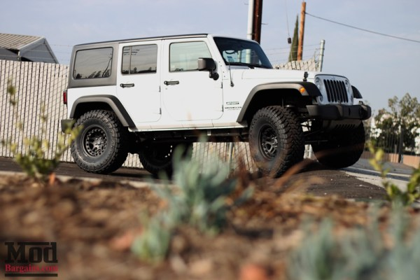 Get Lifted: Jeep Wrangler Sports Unlimited