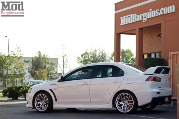 Quick Snap: Mitsubishi Evo X Gets VMR V710 Wheels