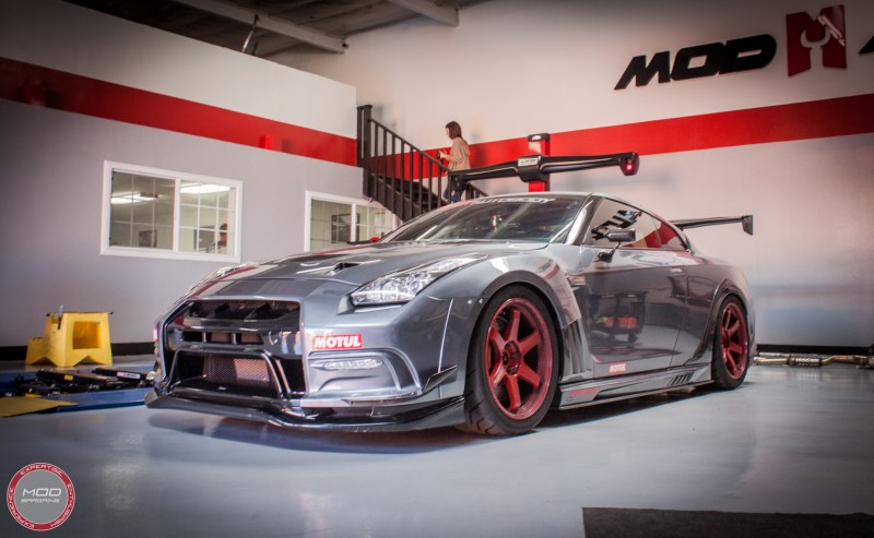 Nissan_R35_GT-R_Motul_widebody_JPL_Shirt_Guy (13)