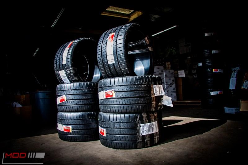Michelin_Pilot_SuperSport_335_20_instock (2)