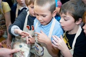 Children identifying fish species