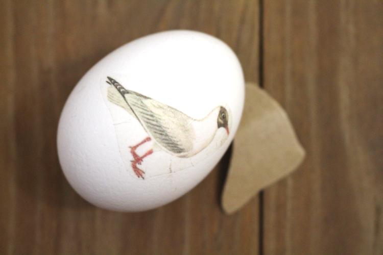 Ostereier dekorieren mit der Decoupage Technik Vogelnest Frühlingsmotiv