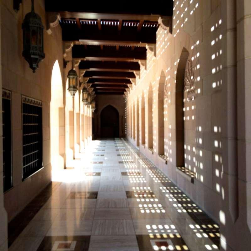 la-grande-mosquee-du-sultan-qaboos-a-muscat-au-sultanat-d-oman