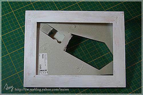 .先把木頭框用壓克力顏料上色,喜歡自然一點的可以上薄薄的。