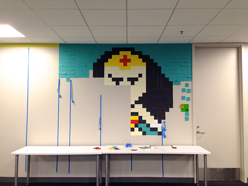 Personnaliser Son Bureau Post'it Des Super-héros Au Bureau - Création En Post-it