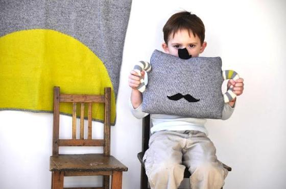 moustache-pillow-blabla