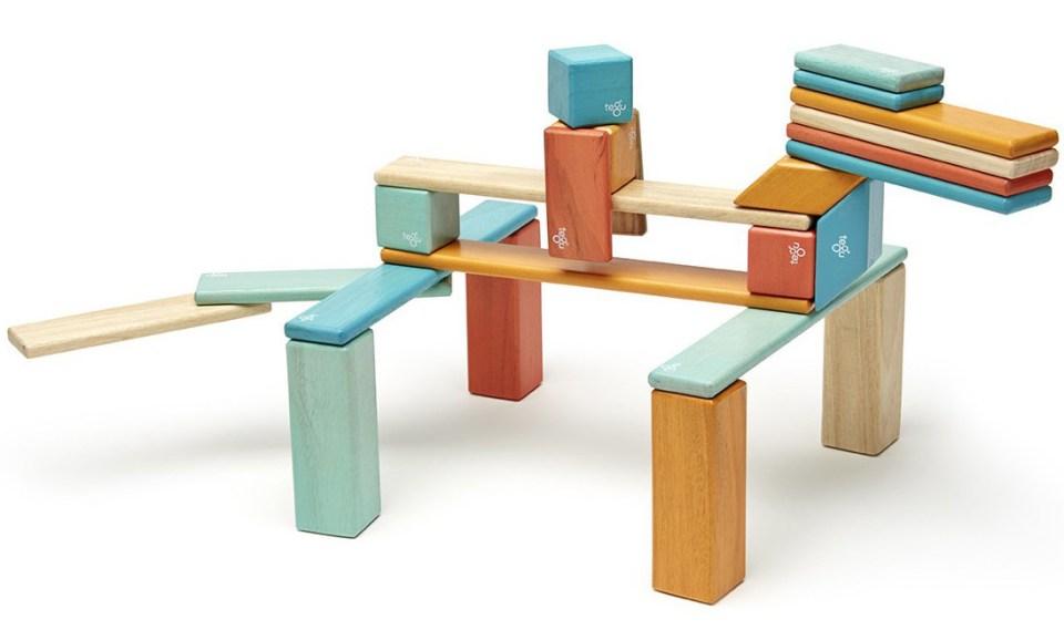 tegu-sunset-magnetic-wooden-block-02_61aedb10-41a3-4760-bab6-35dbb02788c9