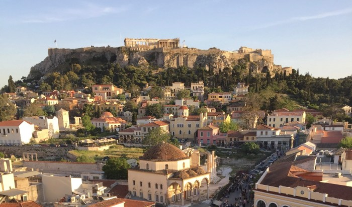 Akropolis with the Plaka neighbourhood at its foot.