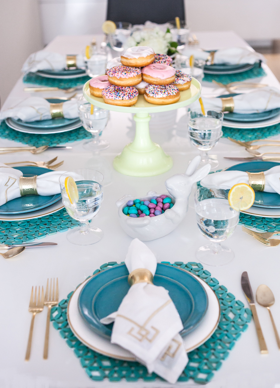 Blue And Gold Table Setting White And Gold Table Settings Dining Room Delightful Christmas
