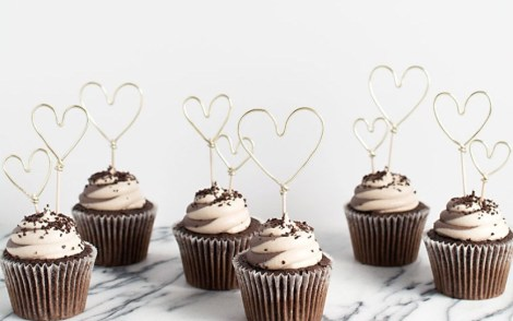 DIY-Gold-Wire-Heart-Cupcake-Toppers
